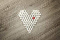 Forma del cuore fatta con i cappucci di plastica riciclati Fotografia Stock Libera da Diritti