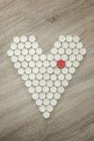 Forma del cuore fatta con i cappucci di plastica riciclati Fotografie Stock Libere da Diritti