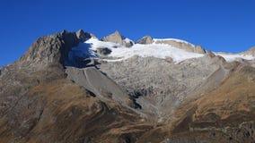 Forma del cuore su una montagna nelle alpi svizzere Fotografie Stock