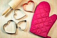 Forma del cuore sulla tavola di legno Immagini Stock