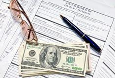 Forma del impuesto sobre la renta Imagenes de archivo