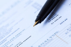 Forma di imposta sul reddito immagine stock