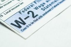 Forma di imposta W-2 su fondo bianco fotografie stock