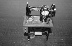 A forma di orologio della macchina per cucire Fotografia Stock