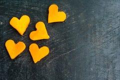 Forma di taglio della papaia del cuore smoothies La struttura orizzontale Concetto di amore Giorno del `s del biglietto di S Immagini Stock Libere da Diritti