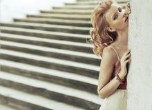 Forma disparada da mulher elegante esperta Imagem de Stock Royalty Free