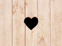 A forma do coração cortou na parede, no toalete, na porta do wc ou na janela de madeira Imagens de Stock Royalty Free