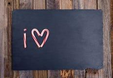 A forma do coração do bastão de doces do feriado abreviou o texto que eu amo Imagens de Stock