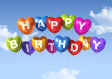 A forma do coração do feliz aniversario balloons no céu Imagens de Stock Royalty Free