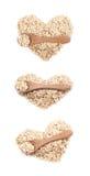 Forma do coração feita da farinha de aveia isolada Fotos de Stock Royalty Free