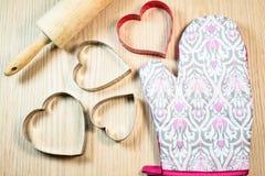 Forma do coração na tabela de madeira Imagens de Stock