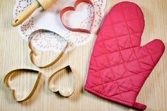 Forma do coração na tabela de madeira Fotos de Stock Royalty Free