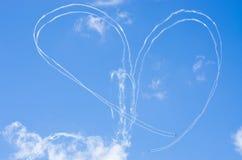 Forma do coração no céu durante o airshow Fotografia de Stock Royalty Free