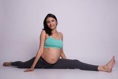 Forma fisica della donna incinta Fotografie Stock Libere da Diritti