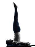 Forma fisica di esercizi dei pilates dell'uomo Fotografia Stock