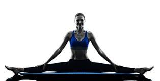 Forma fisica di esercizi dei pilates della donna isolata Fotografie Stock