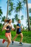 Forma fisica Funzionamento atletico adatto delle coppie Corridori che pareggiano sport H Fotografia Stock Libera da Diritti