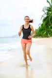 Forma fisica Funzionamento atletico della donna sulla spiaggia Sport, esercitantesi, lui Fotografia Stock
