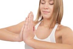 Forma fisica - giovane yoga sana di esercitazione della donna Fotografia Stock