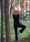 Forma fisica nella foresta nella sera immagine stock libera da diritti
