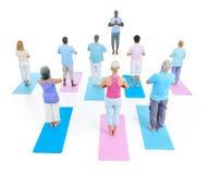 Forma fisica sana della gente del gruppo che esercita concetto di rilassamento Immagine Stock Libera da Diritti