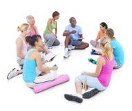 Forma fisica sana della gente del gruppo che esercita concetto di rilassamento Immagini Stock Libere da Diritti