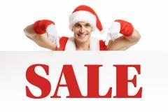 Forma fisica Santa Claus con le vendite di un'insegna Fotografie Stock Libere da Diritti