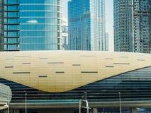 Forma futurista de una estación de metro en Dubai Imagen de archivo