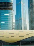 Forma futurista de una estación de metro en Dubai Foto de archivo