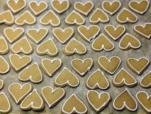 Forma Ginger Biscuits del corazón Fotografía de archivo libre de regalías