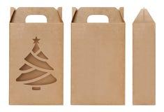 A forma marrom da árvore de Natal da janela da caixa cortou o molde de empacotamento, fundo branco isolado da caixa de kraft cart fotografia de stock royalty free