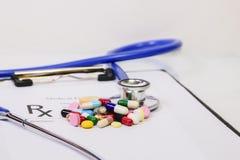 Forma medica della roba di prescrizione del farmacista Fotografia Stock