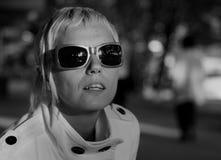 Forma/mulher com óculos de sol Imagem de Stock Royalty Free