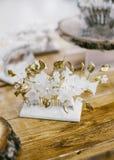 Forma nupcial Decoração floral da joia do ouro para o cabelo Imagem de Stock Royalty Free