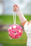 Forma redonda del ramo nupcial de rosas rosadas Fotografía de archivo libre de regalías