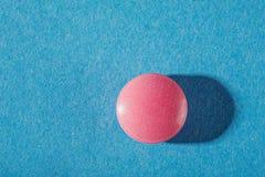 Forma redonda dos comprimidos médicos com sombras expressivos Fotografia de Stock