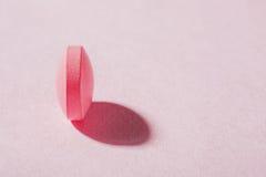 Forma redonda dos comprimidos médicos com sombras expressivos Fotos de Stock