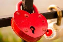 Forma roja del corazón de la cerradura Imagenes de archivo