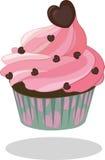 Formación de hielo rosada de la magdalena adornada con el corazón del chocolate en caso del papel de la turquesa Ilustración del  Imagen de archivo