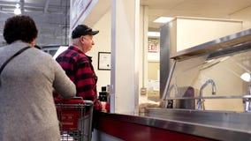 Formación de la gente para las comidas de compra