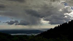 Formación de la lluvia y de la tempestad de truenos metrajes