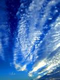 Formación de la nube antes de la puesta del sol del verano fotografía de archivo