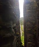 Formación de las torres de la roca de Prachov en República Checa Imágenes de archivo libres de regalías