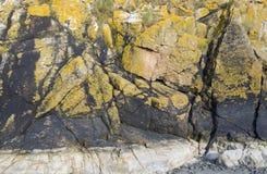 Formación de roca cerca de Mont Saint Michel Abbey Fotos de archivo libres de regalías