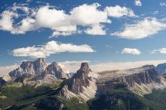 Formación de roca Croda DA Lago en dolomías italianas Imagen de archivo libre de regalías