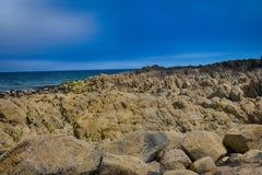 Formación de roca en la costa de Irlanda del Norte Imagen de archivo