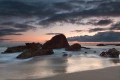 Formación de roca en la ensenada de maderas, Laguna Beach, Califo fotos de archivo