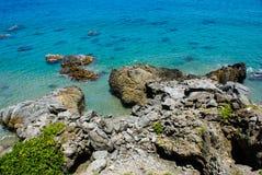 Formación de roca en la playa Imágenes de archivo libres de regalías