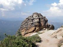 Formación de roca en rastro al puesto de observación 2 de Shuteye Fotografía de archivo libre de regalías