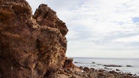 Formación de roca de la playa de la ensenada de Hallett Imagen de archivo